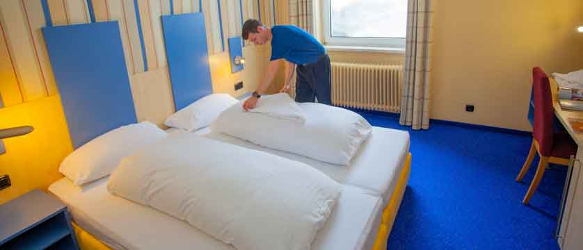 austria_st-christoph_chalet-hotel-st-christoph_chalet-hotel-room-staff.jpg